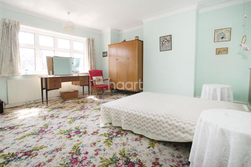 Bed House For Sale In Chingford