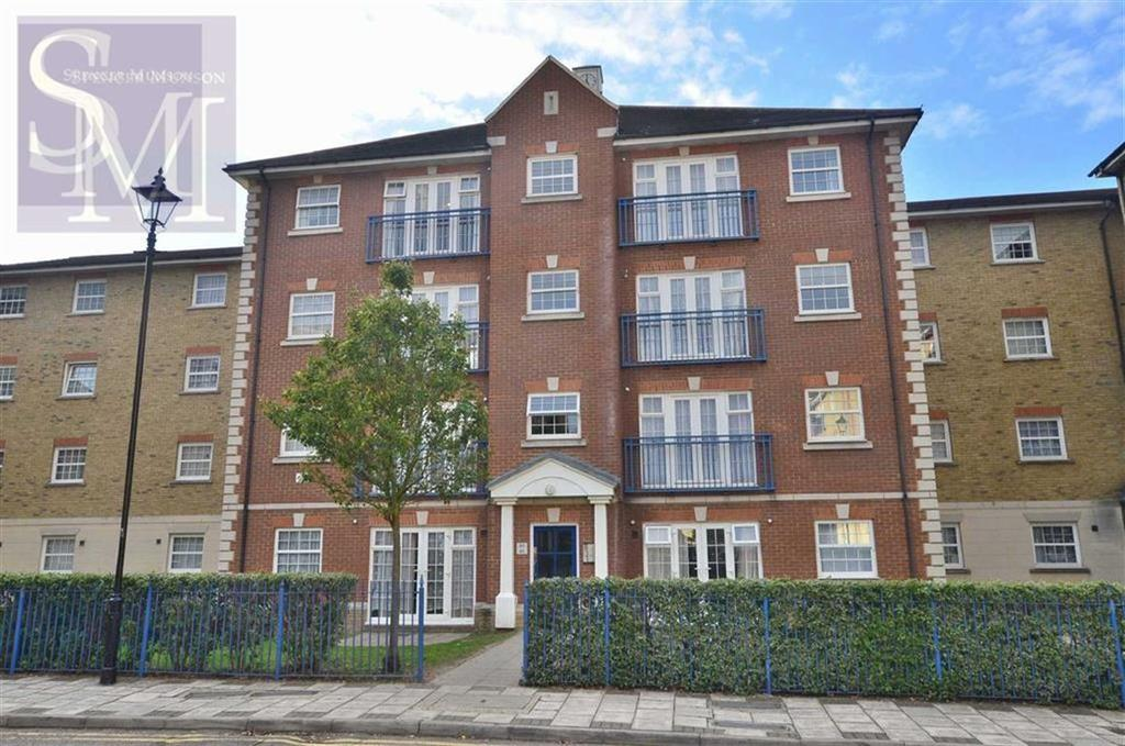 2 Bedrooms Flat for sale in Queensberry Place, Manor Park