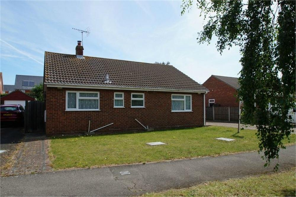 3 Bedrooms Detached Bungalow for sale in William Drive, CLACTON-ON-SEA, Essex