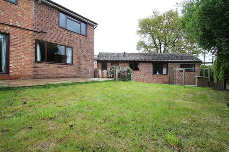 5 Bedrooms Semi Detached House for sale in Hawkwood Road, Sible Hedingham, Halstead