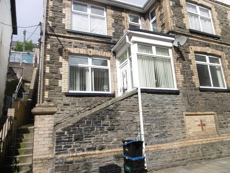 2 Bedrooms Flat for sale in Bethcar Street, Ebbw Vale, Blaenau Gwent.