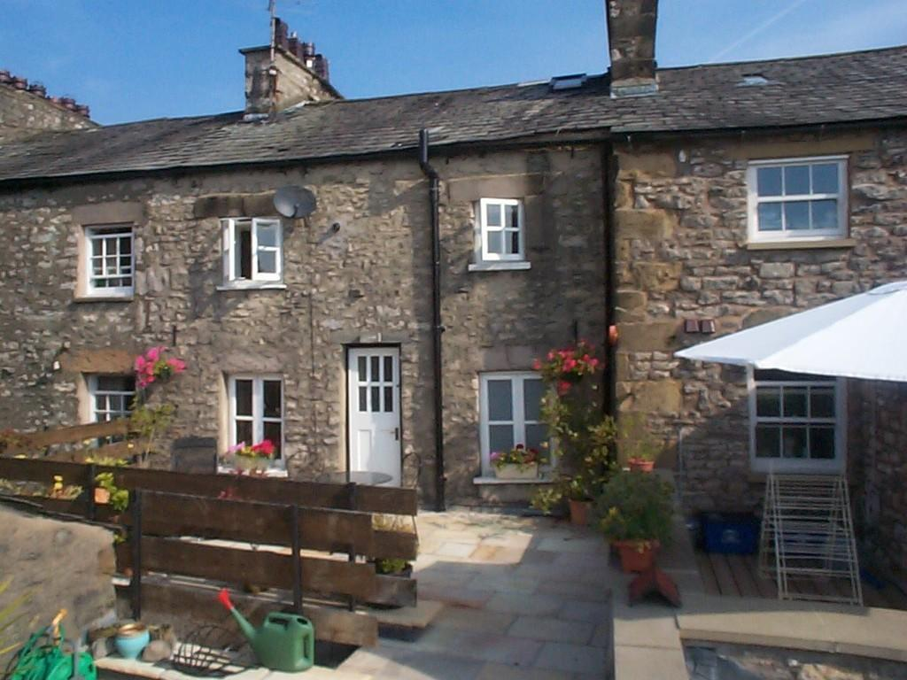 3 Bedrooms Flat for sale in 7A Market Square, Kirkby Lonsdale, Carnforth, LA6 2AN