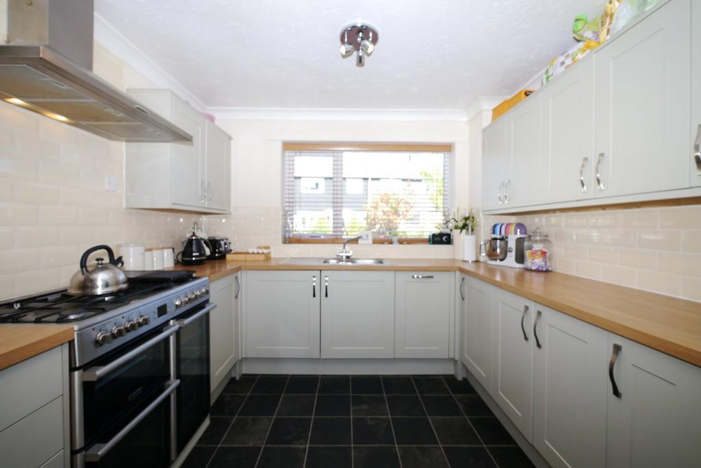 3 Bedrooms Terraced House for sale in Dell Road, Oulton Broad, Lowestoft