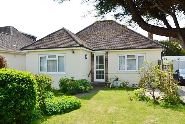 2 Bedrooms Detached Bungalow for sale in Clover Lane, Ferring, West Sussex, BN12 5LZ