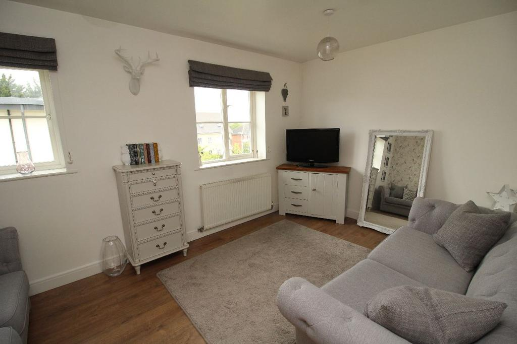 2 Bedrooms Apartment Flat for sale in Wood grove Silverend Essex CM8 3Fl