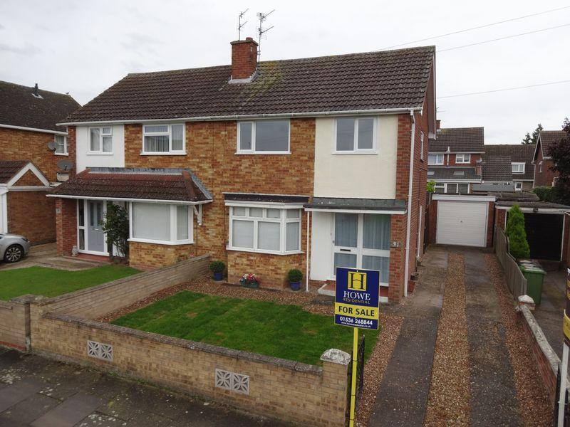 3 Bedrooms Semi Detached House for sale in Beatty Gardens, Corby