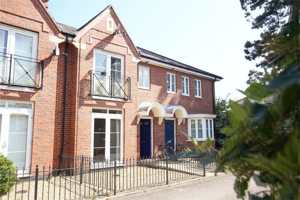 2 Bedrooms Terraced House for sale in Marne Close, Emscote Lawns, Warwick