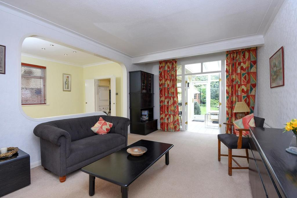 4 Bedrooms Semi Detached House for sale in Friars Walk, Southgate, N14