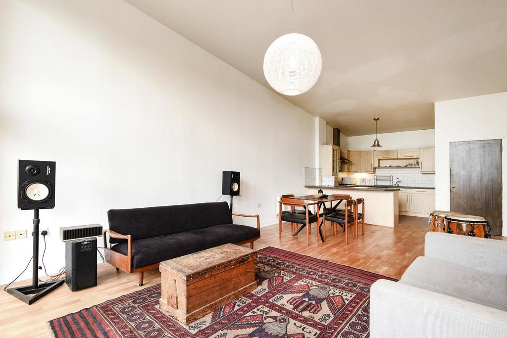 3 Bedrooms Flat for sale in Streamline Mews, East Dulwich