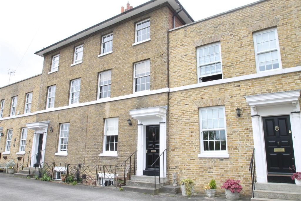 4 Bedrooms House for sale in White Rock Place, Maidstone