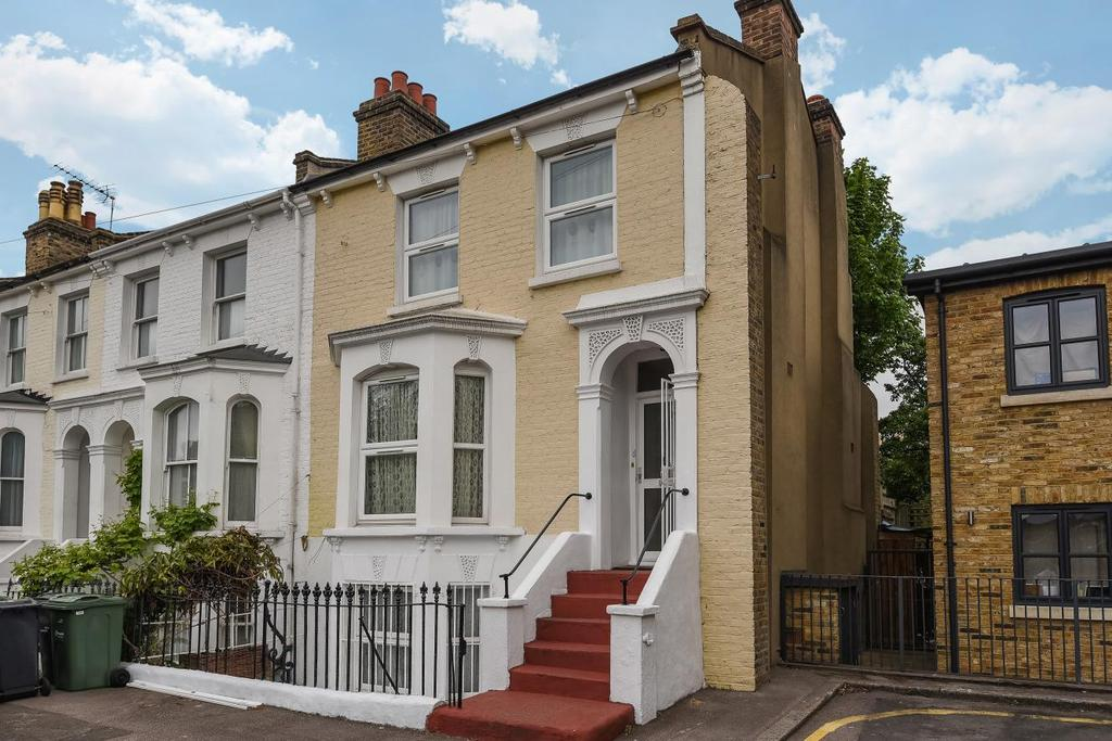 4 Bedrooms Terraced House for sale in Argyll Close, Stockwell