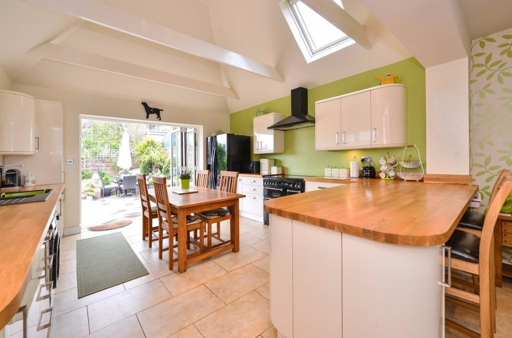 3 Bedrooms Detached House for sale in Arundel Drive East Saltdean BN2