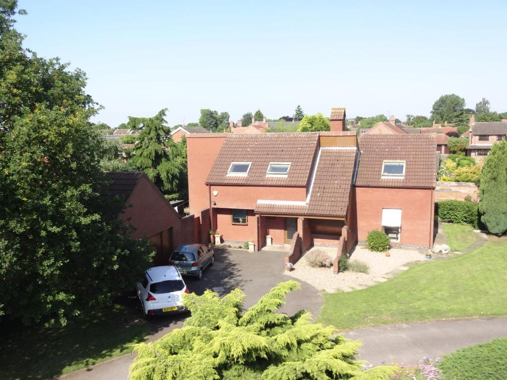 4 Bedrooms Detached House for sale in Blenheim Gardens, East Bridgford