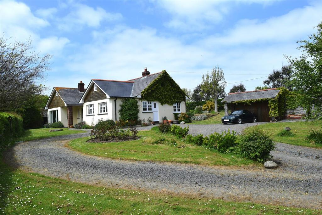 5 Bedrooms Detached Bungalow for sale in Abbotsham, Bideford