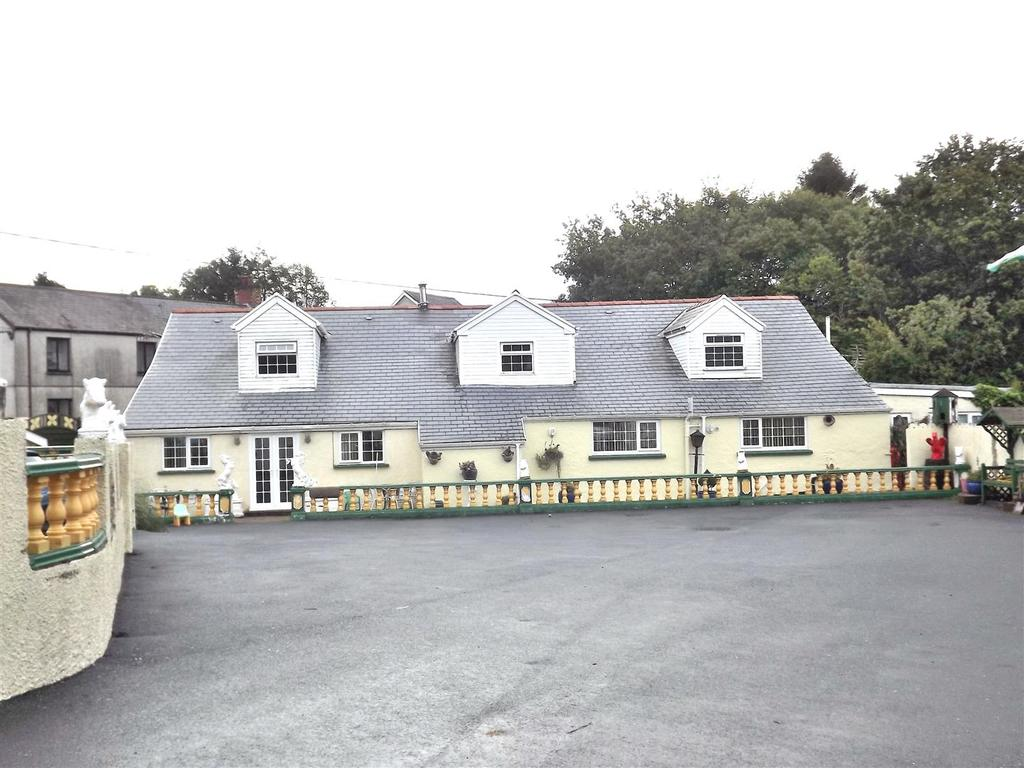 7 Bedrooms Land Commercial for sale in Black Lion Road, Cross Hands, Llanelli