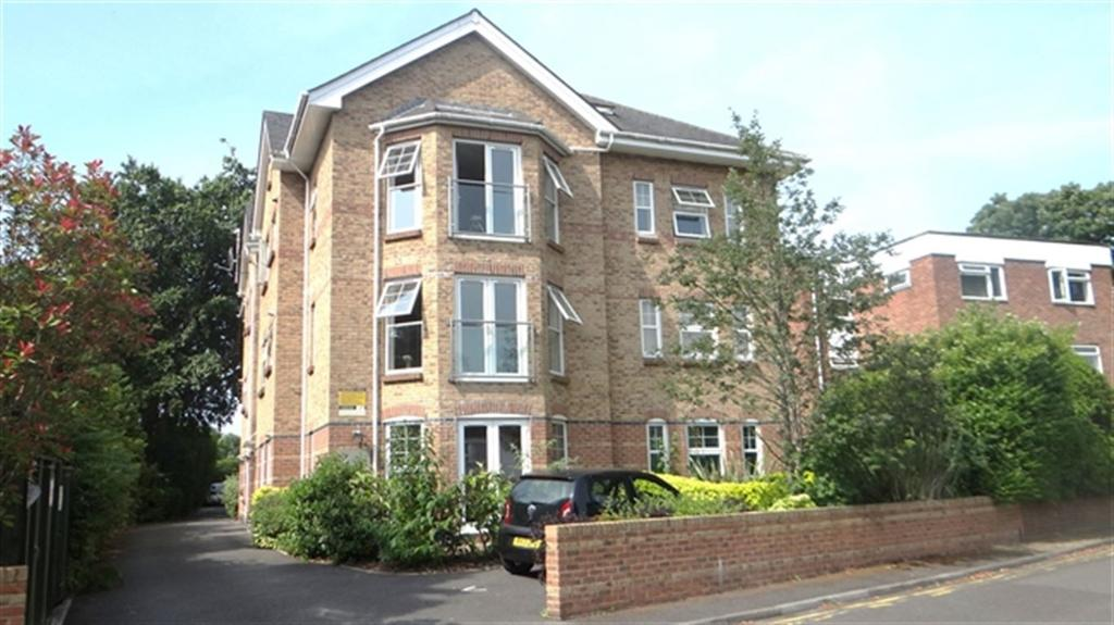 2 Bedrooms Flat for rent in Wellington Road, Bournemouth