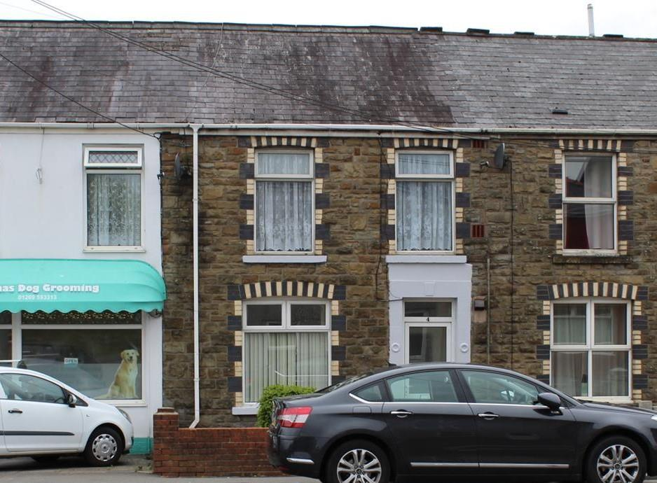 3 Bedrooms Terraced House for sale in Llandybie Road, Ammanford