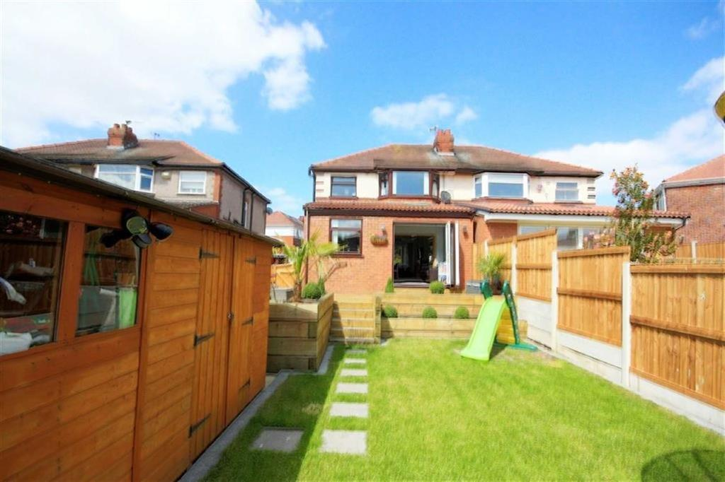 3 Bedrooms Semi Detached House for sale in Woodford Road, Windle, St Helens, WA10