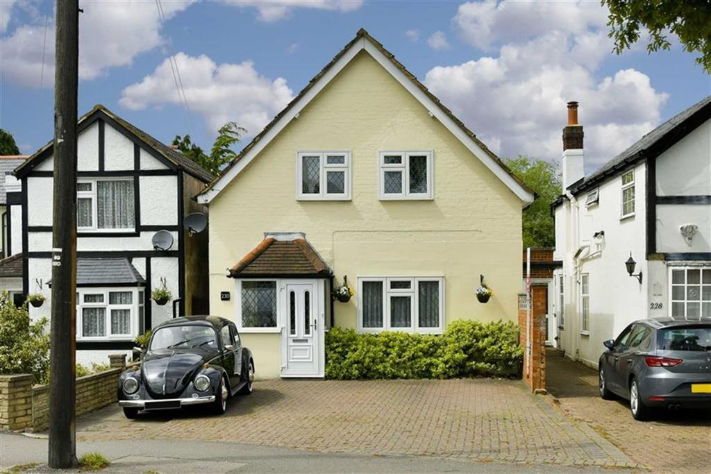 3 Bedrooms Detached House for sale in Ruxley Lane, West Ewell, Surrey