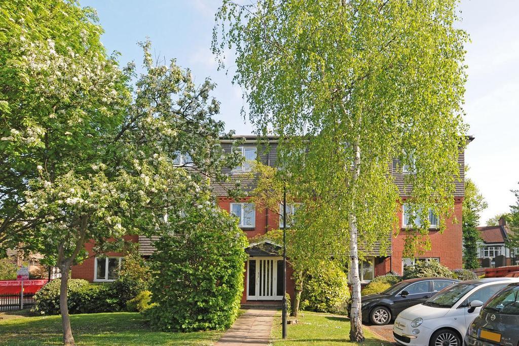 1 Bedroom Flat for sale in Caroline Close, Streatham, SW16