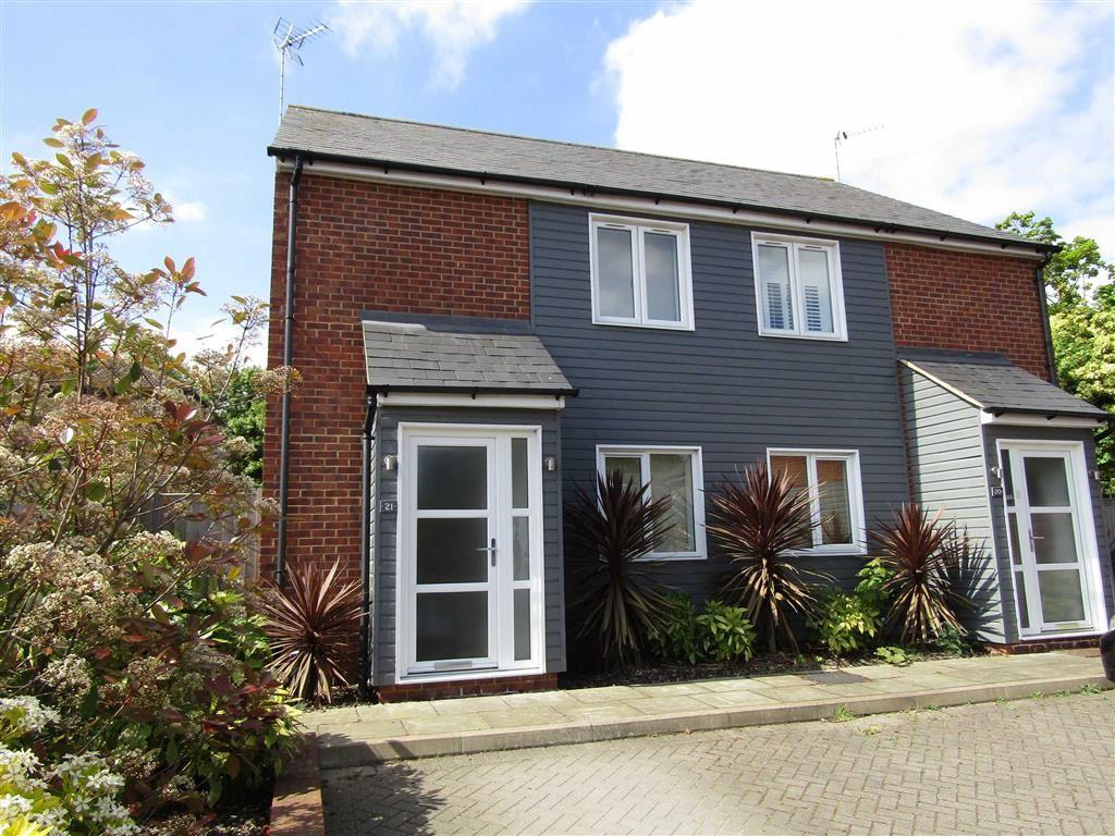 2 Bedrooms Semi Detached House for sale in Latchmore Close, Hitchin, SG4