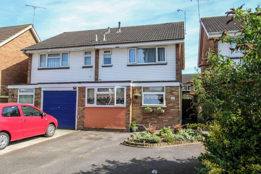 3 Bedrooms Semi Detached House for sale in Viking Way, Pilgrims Hatch, Brentwood, Essex, CM15