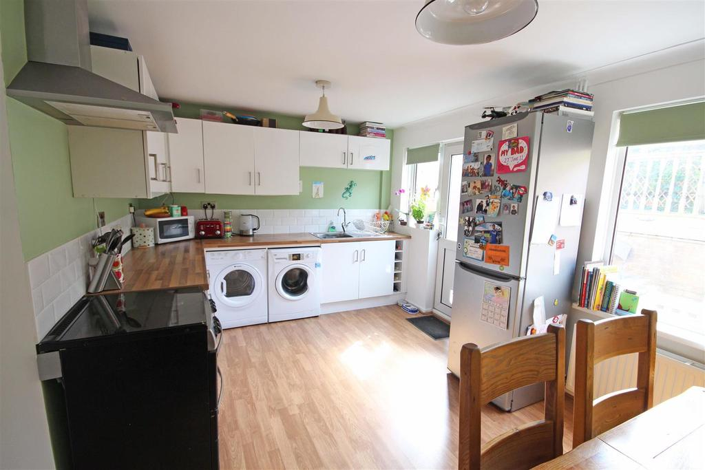 2 Bedrooms Terraced House for sale in Chalky Road, Portslade, Brighton