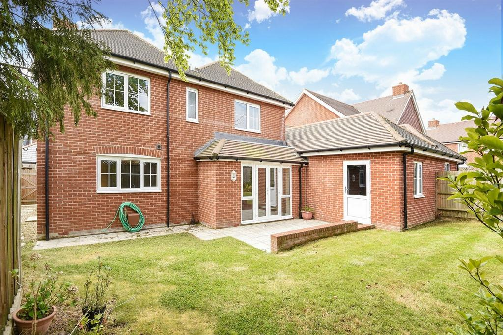4 Bedrooms Detached House for sale in Waltham Chase, Hampshire