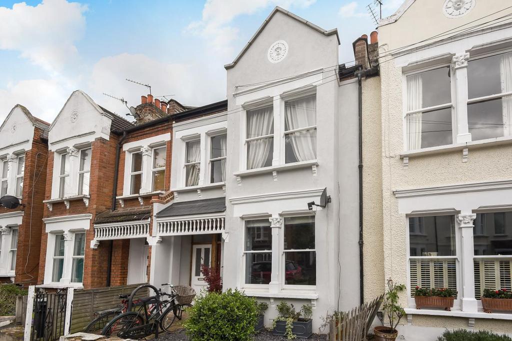 2 Bedrooms Maisonette Flat for sale in Trentham Street, Southfields, SW18