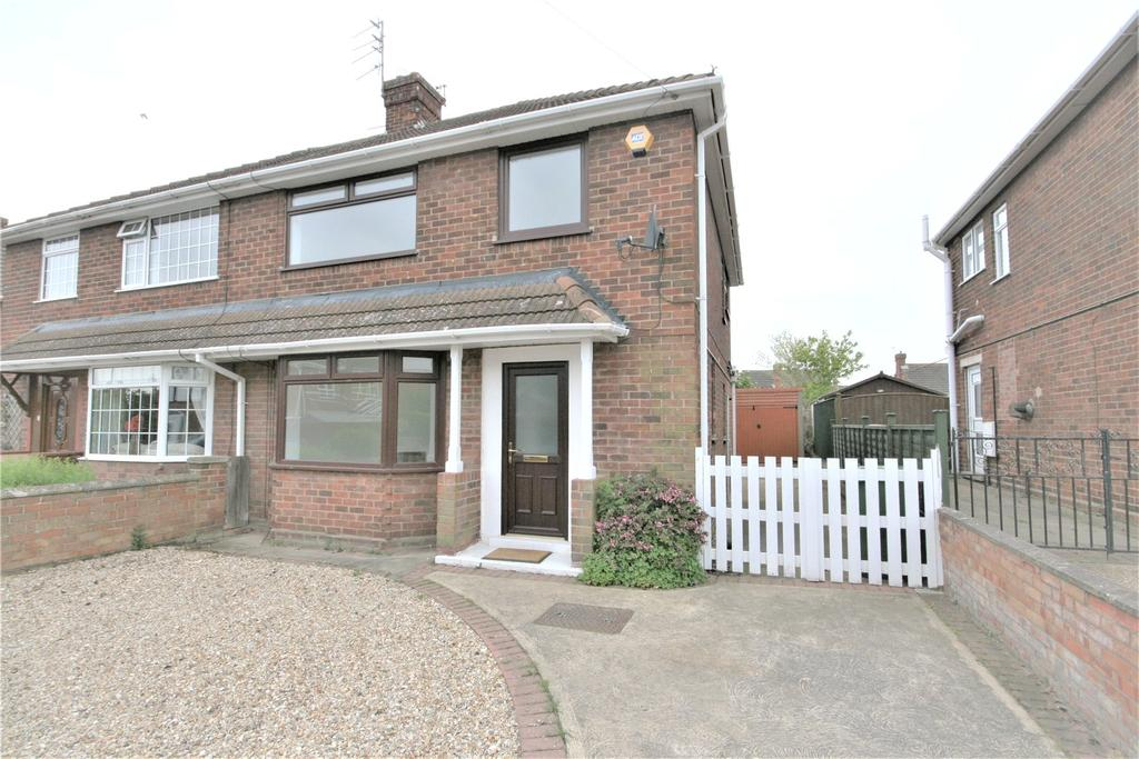3 Bedrooms Semi Detached House for sale in Manor Drive, Waltham, DN37
