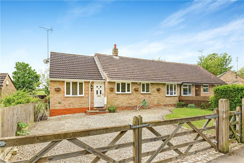 3 Bedrooms Semi Detached Bungalow for sale in Cross Tree Road, Wicken, Milton Keynes, Northamptonshire