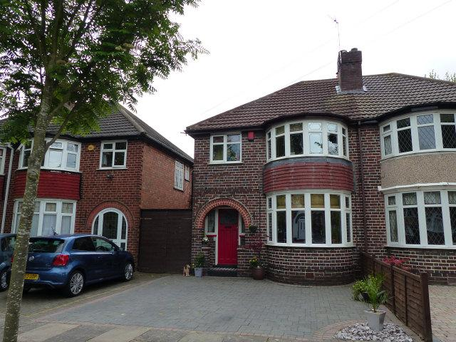 3 Bedrooms Semi Detached House for sale in Ewell Road,Erdington,Birmingham
