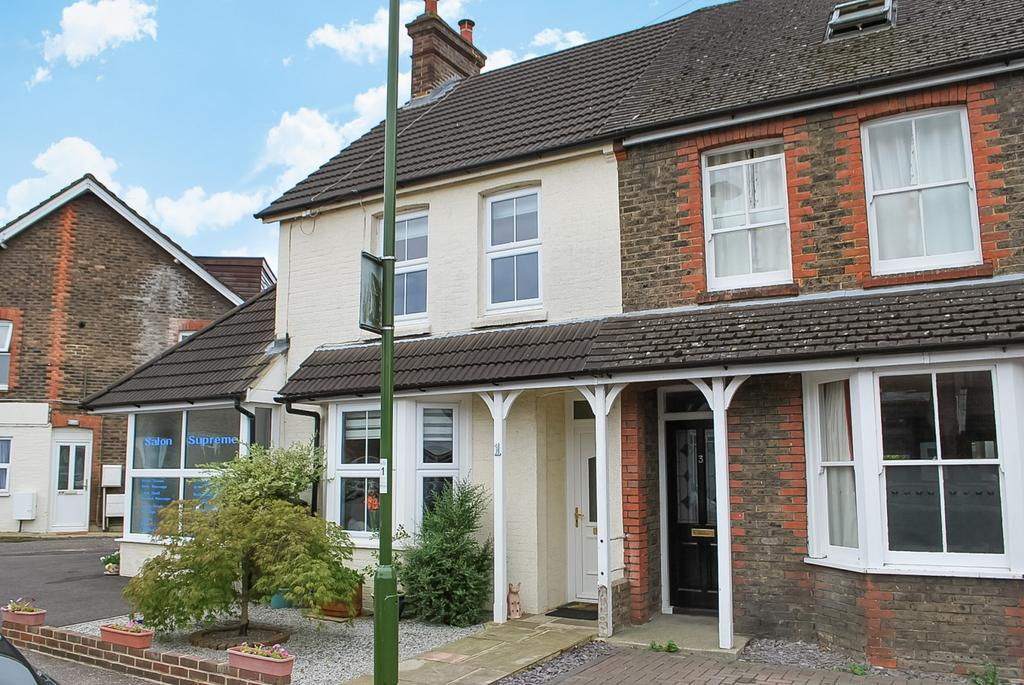 3 Bedrooms Semi Detached House for sale in Swindon Road, Horsham, RH12