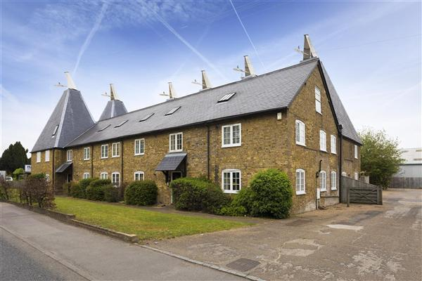 2 Bedrooms Apartment Flat for sale in The Oasts, London Road, Teynham