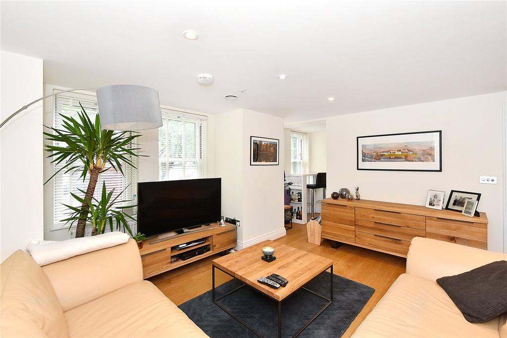 3 Bedrooms Flat for sale in Travers House, Trafalgar Grove, London
