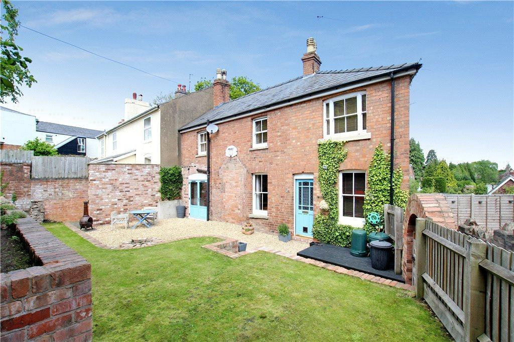 3 Bedrooms Semi Detached House for sale in Laburnum Walk, Malvern, Worcestershire, WR14