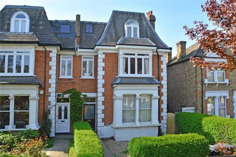 3 bedroom flat for sale - Micheldever Road, Lee, London, SE12