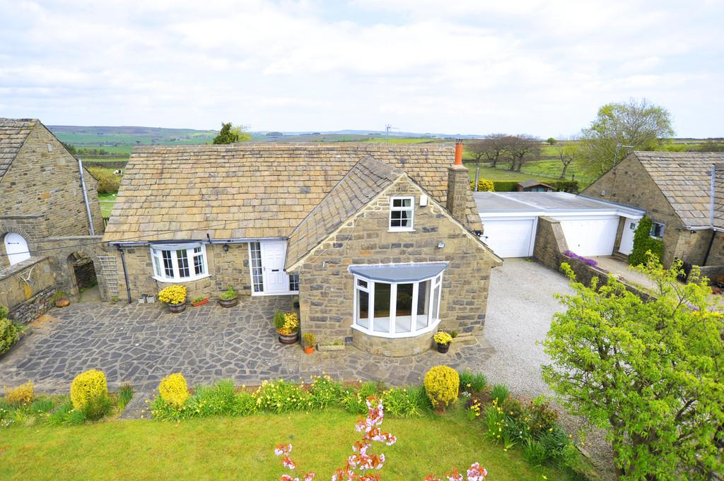 4 Bedrooms Detached House for sale in Inn View, Thruscross