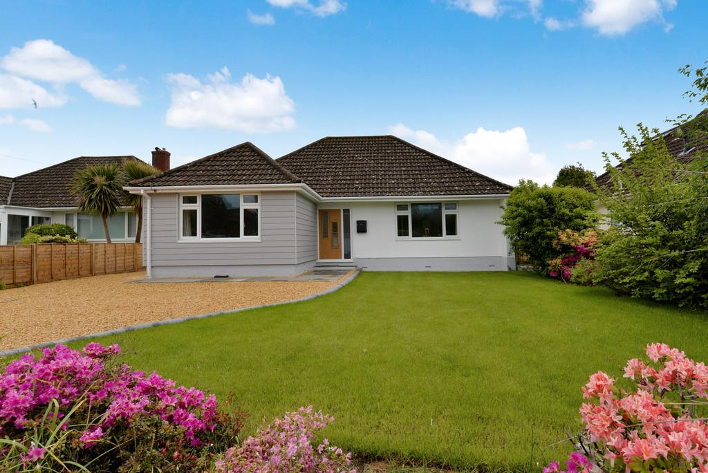 3 Bedrooms Detached Bungalow for sale in Newton Road, Barton on Sea