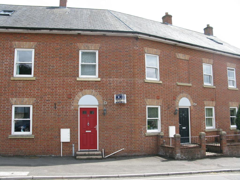 3 Bedrooms Terraced House for sale in TOLLGATE ROAD, SALISBURY, WILTSHIRE, SP1 2HZ