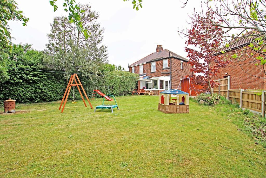 2 Bedrooms Semi Detached House for sale in Milton Avenue, Sprotbrough, Doncaster