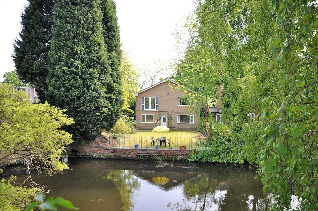 6 Bedrooms Detached House for sale in Hall Road, Stainforth, Doncaster