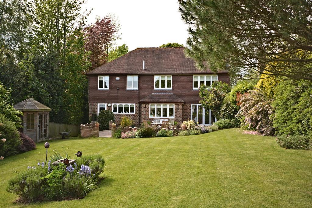 4 Bedrooms Detached House for sale in Station Road, Crowhurst