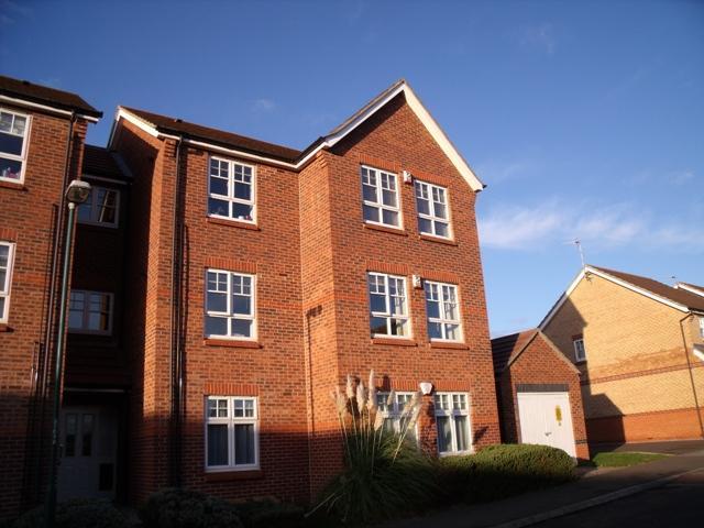 2 Bedrooms Flat for rent in Minstrel Avenue, Sherwood, Nottingham, NG5 1QL