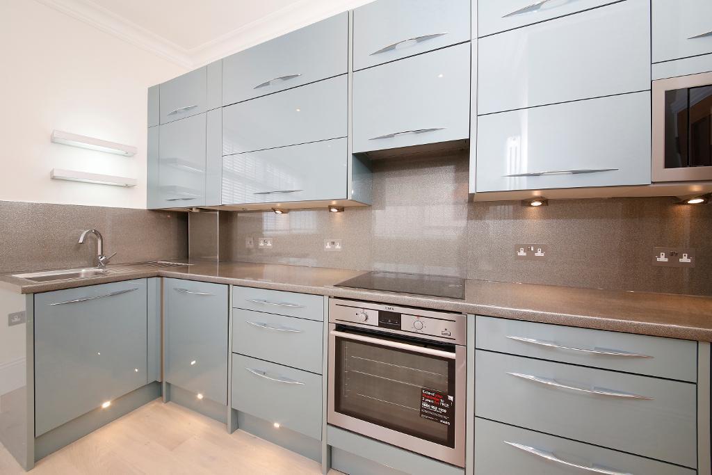 2 Bedrooms Flat for sale in Sydenham Road, Lower Sydenham, London, SE26 5EW
