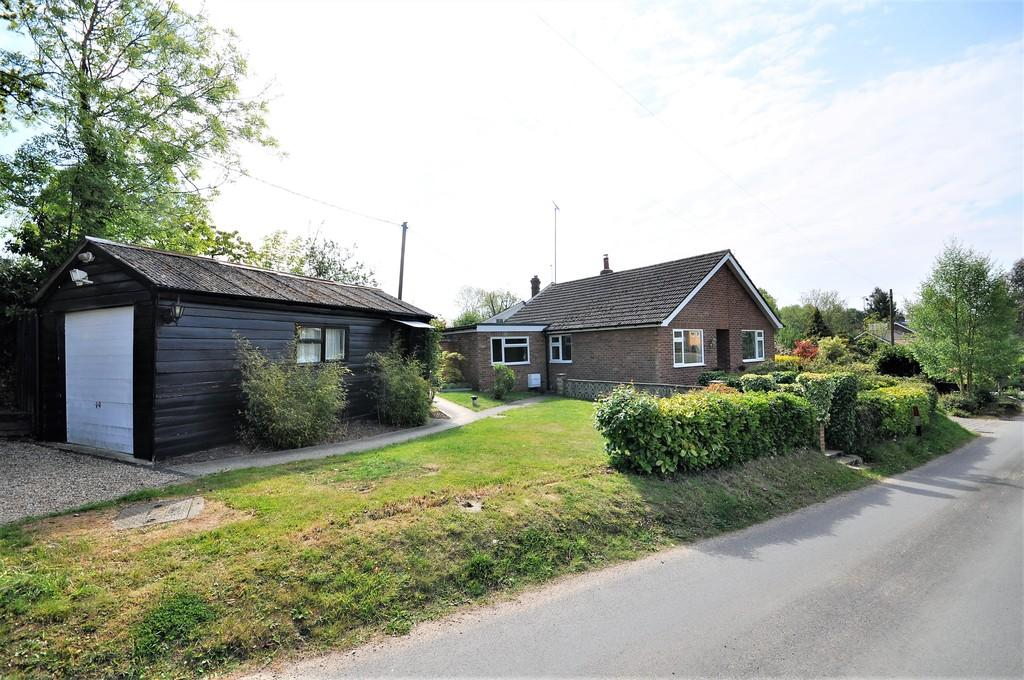 2 Bedrooms Detached Bungalow for sale in Chapel Lane, West Bergholt, West of Colchester