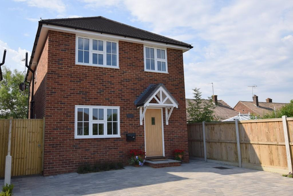 3 Bedrooms Detached House for sale in Hoopers Lane, Herne Bay