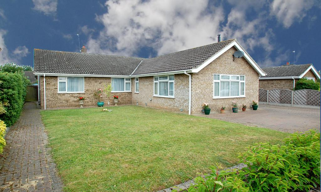 3 Bedrooms Detached Bungalow for sale in Wilkinson Way, North Walsham