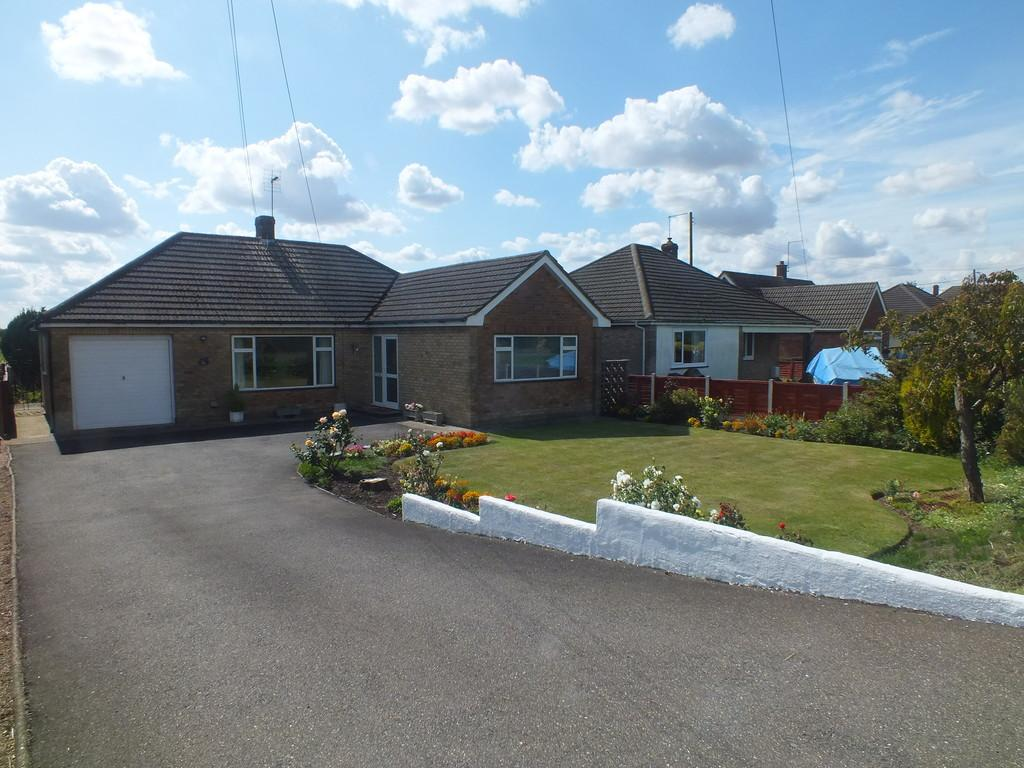3 Bedrooms Detached Bungalow for sale in Bourne Road, Spalding