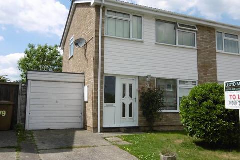 3 bedroom semi-detached house to rent - Corner Farm Road, Staplehurst, Kent TN12 0PS